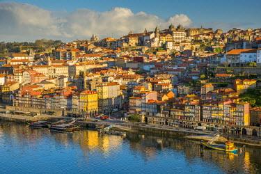 POR9016AW City skyline with Douro river, Porto, Portugal