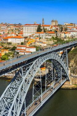 POR9022AWRF Dom Luis I bridge and city skyline, Porto, Portugal