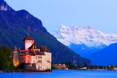 SWI7752 Europe, Switzerland, Vaud, Montreux, Chateaux de Chillon, Lake Geneva (Lac Leman)