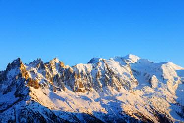 FRA9277 Europe, France, Haute Savoie, Rhone Alps, Chamonix, Mont Blanc (4810m) winter landscape