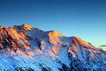 FRA9278 Europe, France, Haute Savoie, Rhone Alps, Chamonix, Mont Blanc (4810m) winter landscape