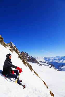 FRA9289 Europe, France, Haute Savoie, Rhone Alps, Chamonix, climber col de Chardonnet (MR)