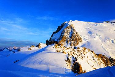 FRA9308 Europe, France, Haute Savoie, Rhone Alps, Chamonix, refuge de cosmique below Mont Blanc du Tacul (4248m)