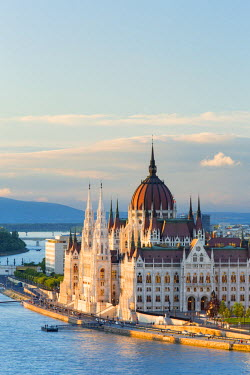 HUN1430AW Hungary, Central Hungary, Budapest. The Hungarian Parliament Building on the Danube River.
