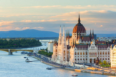 HUN1431AW Hungary, Central Hungary, Budapest. The Hungarian Parliament Building on the Danube River.