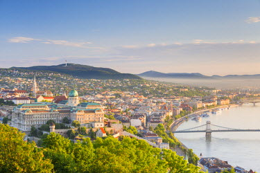 HUN1440AW Hungary, Central Hungary, Budapest. Sunrise over Budapest and the Danube from Gellert Hill.