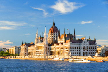 HUN1521AW Hungary, Central Hungary, Budapest. The Hungarian Parliament Building on the Danube River.