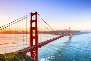 USA11228AW North America, USA, America, California, San Francisco, sunrise over the Golden Gate bridge