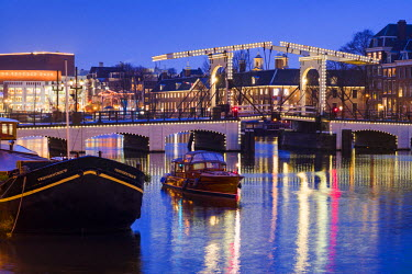NL074RF Netherlands, Amsterdam, Magere Brug, the Skinny Bridge, dusk