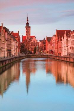 BE03054 Belgium, Bruges, canal view towards Jan van Eyck Square, dawn