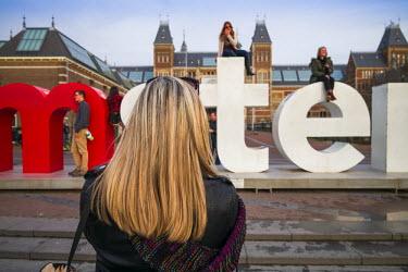 NL01281 Netherlands, Amsterdam, Rijksmuseum, selfie time