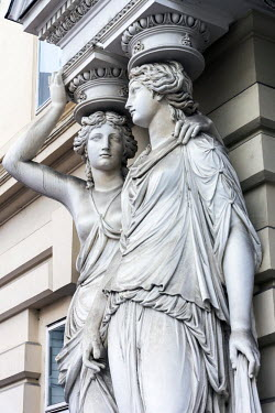 AUT0857AW Caryatid sculpted female figure statues in the historic centre, Vienna, Austria