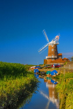 UK482RF UK, England, Norfolk, North Norfolk, Cley-next-the-Sea, Cley Windmill