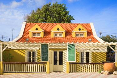 AA01124 Caribbean, Netherland Antilles, Aruba, Oranjestad, Restaurant in colonial house
