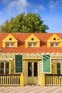 AA01125 Caribbean, Netherland Antilles, Aruba, Oranjestad, Restaurant in colonial house
