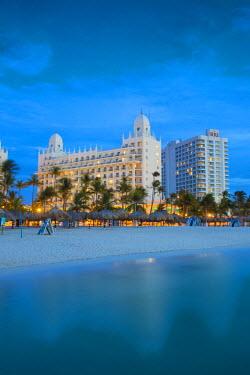 AA01132 Caribbean, Netherland Antilles, Aruba, Palm beach, View towards Hotel Riu Palace