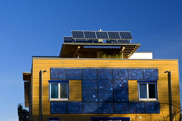 IBLDJS01379923 Facade and roof with solar system, ecological Vauban district in Freiburg, Baden-Wuerttemberg, Germany