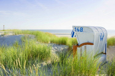IBLDJS02400378 Dunes and white roofed wicker beach chair, Amrum, North Frisian Islands, Schleswig-Holstein, Germany