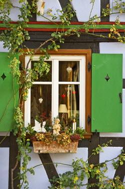IBLDJS03781457 Half-timbered house with Christmas decorations, Rheinzabern, Rhineland-Palatinate, Germany