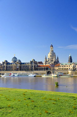 IBLFBD02034139 Bruehl's Terrace and Frauenkirche church, seen across the river Elbe, Dresden, Saxony, Germany
