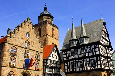 IBLGVA02022126 Medieval architectural ensemble on the marketplace of Alsfeld, from left to right, Wine House, Walpurgis Church tower, the oldest half-timbered house of the city, Markt 2, and the historic Town Hall,...