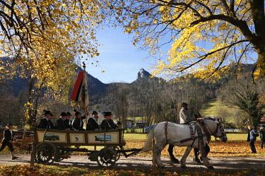 IBLMAN01026613 Coach during Leonhardifahrt, the feast day of Saint Leonard of Noblac, Kreuth, Tegernsee Valley, Upper Bavaria, Germany