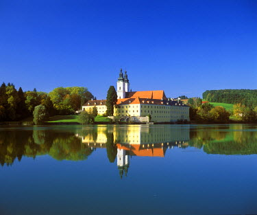 IBLMAN01594397 Former monastery of Vornbach, Inn River, Lower Bavarian Spa Triangle, Bavaria, Germany