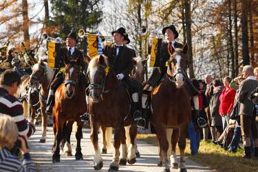 IBLMAN01809183 Mounted fanfare trumpeters, Leonhardi procession, Bad Toelz, Isarwinkel, Upper Bavaria, Bavaria, Germany