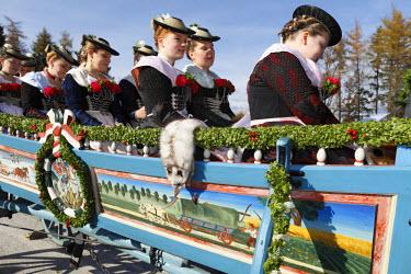 IBLMAN01809186 Leonhardi procession, Bad Toelz, Isarwinkel, Upper Bavaria, Bavaria, Germany