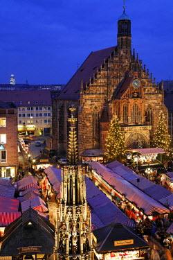 IBLMSI00188746 Christkindlmarkt, Christmas market Nuremberg, Frauenkirche, Franconia, Bavaria, Germany