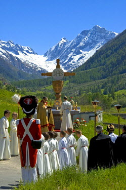 IBLGUF00027254 Open-air mass Corpus Christi procession Wiler Valais Switzerland