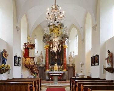 IBLHAN00723874 Modern glass altar and choir at the church in Neuhaus, Triestingtal (Triesting Valley), Lower Austria, Austria