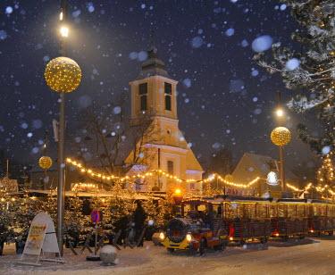 IBLHAN01431299 Christmas market, Leobersdorf, Triestingtal, Lower Austria, Austria