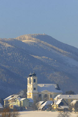 IBLHAN01492239 Hafnerberg pilgrimage church and Mt Hocheck in the back, seen from Noestach, Triestingtal, Lower Austria, Austria