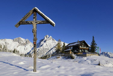 IBLHAN01788847 Moedlinger Huette alpine hut and a wooden cross, Reichenstein mountain at the back, 2251m, Gesaeuse mountain region, Styria, Austria