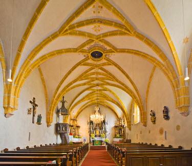 IBLHAN01847550 Neo-Gothic high altar, Church of St. Lambert, Bromberg, Bucklige Welt, Lower Austria, Austria