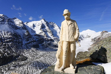 IBLMAN01019298 Monument to Kaiser Franz Joseph at Kaiser-Franz-Josefs-Hoehe in front of Grossglockner mountain and Pasterze Glacier, Grossglockner High Alpine Road, Hohe Tauern National Park, Carinthia, Austria