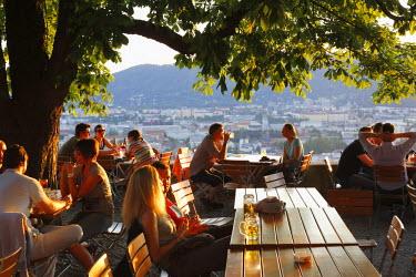 IBLMAN02300841 Schlossberg beer garden, Schlossberg, castle hill, Graz, Styria, Austria
