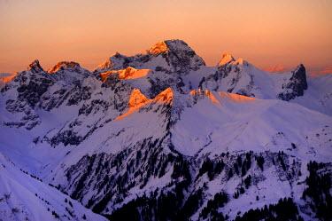 IBLSEI01877710 Mountain panorama at morning in winter, Baad, Kleinwalsertal, Vorarlberg, Austria