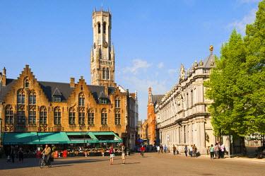 IBLGAB01911494 Belfry and Castel Square, historic centre of Bruges, Unesco World Heritage Site, Belgium