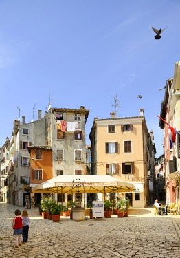 IBLHAN01399627 Square in the historic town centre of Rovinj, Croatia