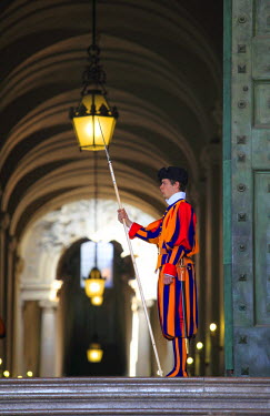 IBLDOB01621802 Swiss Guards, St. Peter's Basilica, St Peter's Square, Vatican City, Rome, Italy