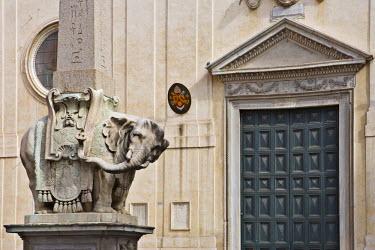 IBLHAN00599670 Elephant sculpture by Bernini in front of Santa Maria sopra Minerva Church, Rome, Italy