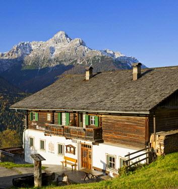IBLHAN02209590 Waldruhe inn with Croda dei Baranci or Birkenkofel mountain, Sesto, Sexten, South Tyrol, Italy