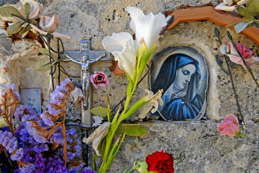 IBLOMK02092811 Image of a Madonna and flowers on a grave stone, cemetery, Nebrodi mountain range, Sicily, southern Italy, Italy