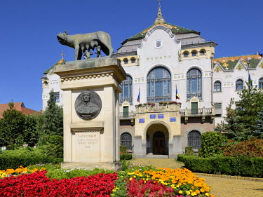 IBLHAN01846736 Art Nouveau Palace of Culture with statue of Romulus and Remus, Targu Mures, Mure? County, Transylvania, Romania