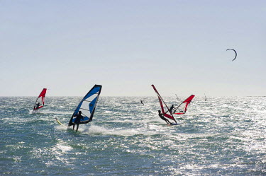 IBLDJS01688669 Wind surfers and kite surfers surfing near Tarifa, Costa del Luz, Andalucia, Spain