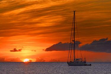 IBLSEI03111859 Sailboat at sunset, St. Lucia, Grenadines, Karibik, Saint Lucia