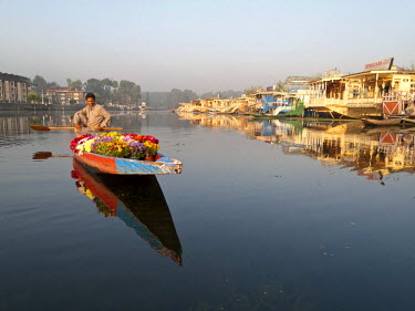 IBLFBD02034694 Flowers are sold from shikaras on Dal Lake, Srinagar, Jammu and Kashmir, India