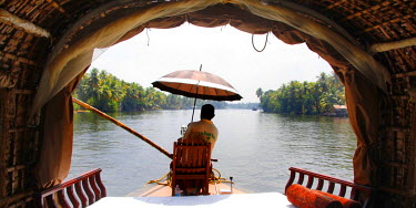 IBLBLO01737019 Skipper, helmsman, of a houseboat on a canal, Haripad, Alappuzha, Alleppey, Kerala, India